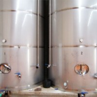 Depósitos con una capacidad de 25.000 l. acabado en Semi/Brillo (2B), se fabrican con los accesorios deseados por nuestros clientes.